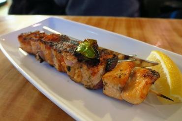 多汁甜美的三文魚串燒